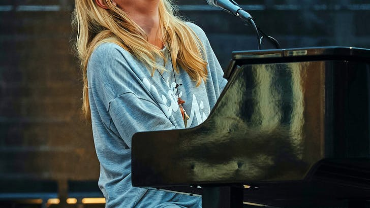 Swedish singer HOPE healed by Jesus